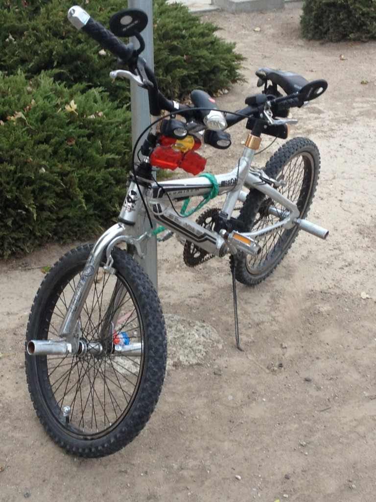 BMX with brakes and plenty of lights